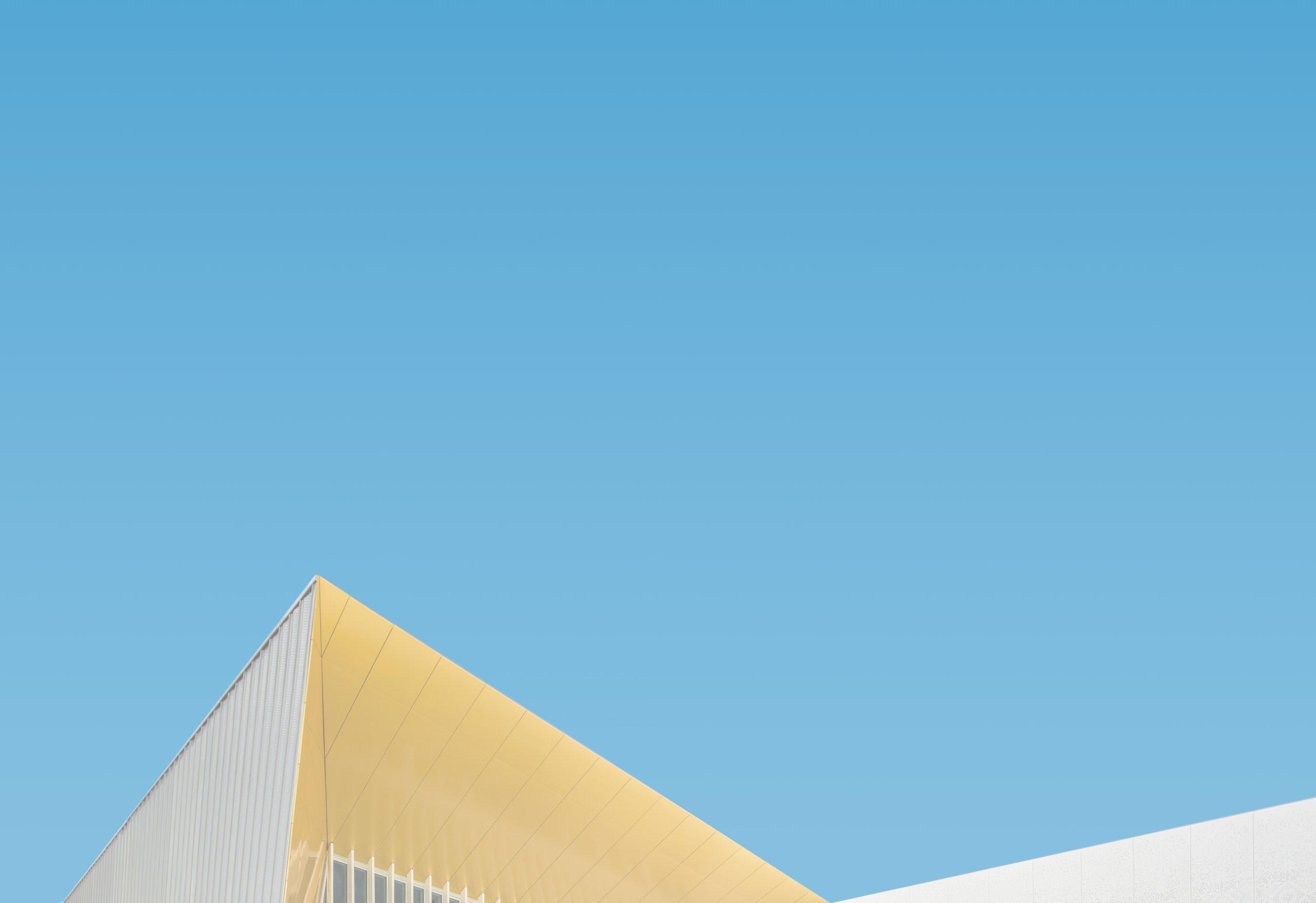 Photo zoom de l'entrée deu centre commercial ZAC de grégues