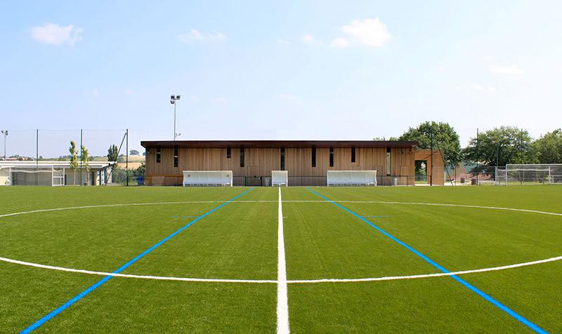 Terrains grands jeux et vestiaires du complexe sportif de Saint-Orens de Gameville